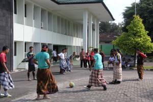 Lomba Futsal dengan Sarung
